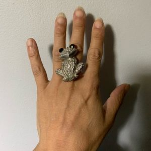 Stretch frog bling ring. So cute!😊